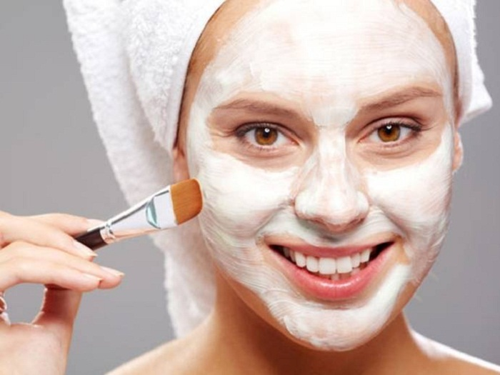 Clean the face with baking soda