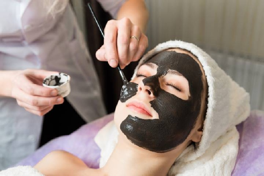 Recipes for home face masks with activated charcoal