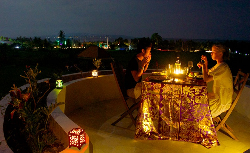 Romantic dinner on the roof