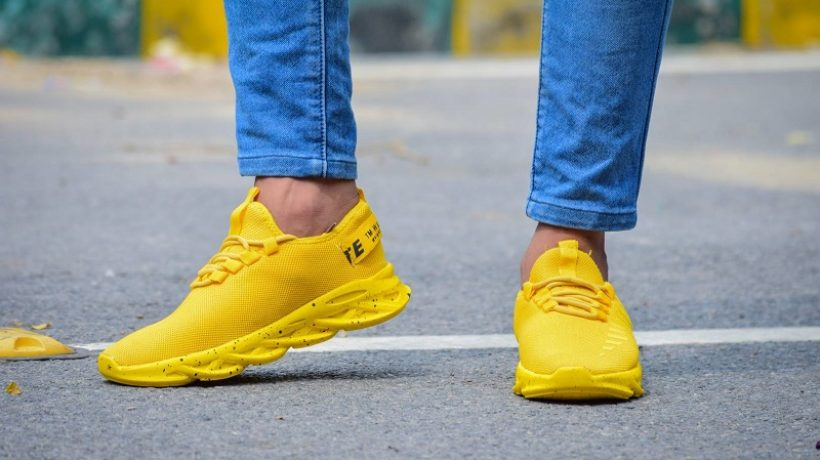 HOW TO COMBINE YELLOW SHOES